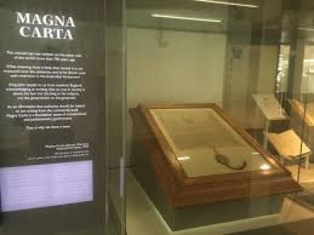 """İngilizdemokrasisinineneski belgesi """"Magna Carta""""yıçalmaya çalıştılar"""