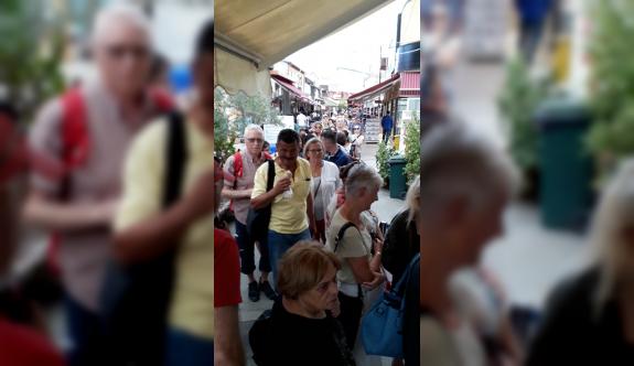 Turistler perişan oldu
