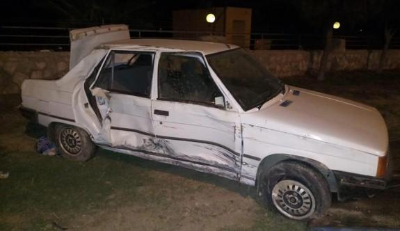 Dikkatsiz sürücünün arkadan çarptığı araç takla attı