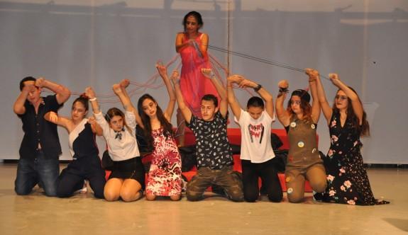 Gençlerin dramı sahnede