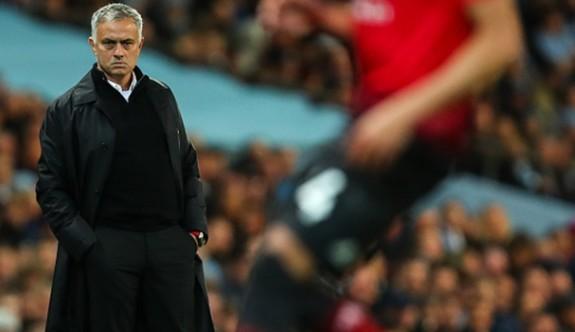 ManU'da Mourinho'nun geleceği tartışılıyor