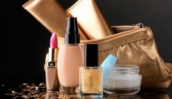 Kadınların Çantasında Bulunması Gereken 5 Güzellik Ürünü