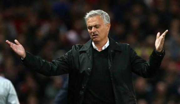 Manchester United, Mourinho'yu servet ödeyerek gönderdi