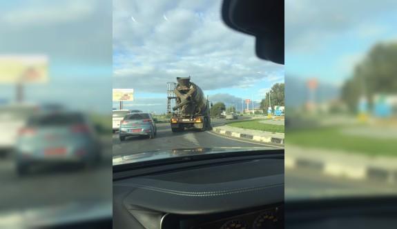 Sabah trafiğinde bu mikserin yolda ne işi var?