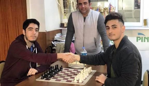 Satrancın şampiyonu Samani