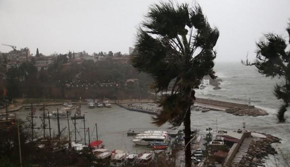 Antalya'da yine hortum: 5 yaralı