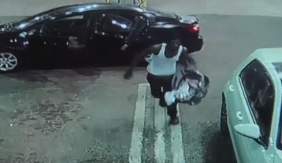 Arabayı çalıp bebeği iade etti