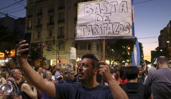 Arjantin'de halk zamları protesto için sokağa döküldü