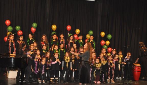 Çocuklar şarkılarıyla büyüledi