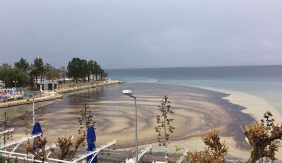Datça'da denize mazot sızdı