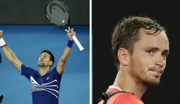 Djokovic adını çeyrek finale yazdı
