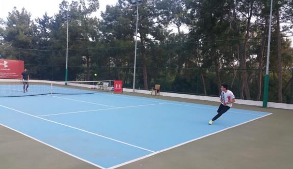 Gazimağusa Belediyesi Tenis Kulübü yenilgisiz lider