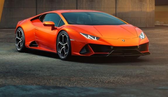 İtalyan boğası Lamborghini'nin yeni üyesi: Huracan Evo
