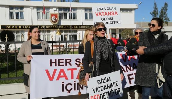 Kadınlardan vicdani retçilere karşı eylem