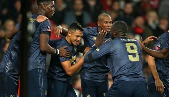 ManU, Arsenal'i 3 golle eledi