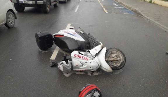 Motosikletli yayaya çarptı