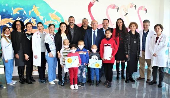 Onkoloji Servisi'ndeki öğrenciler de karnelerini aldı