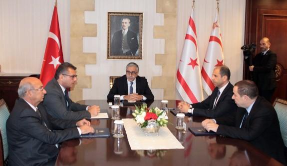 Sarayda Kıbrıs konulu zirve