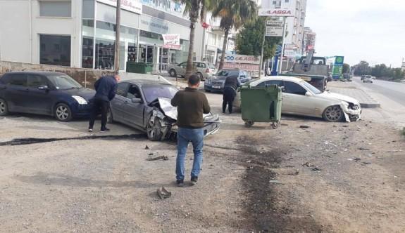 Yoldan çıkarak yol kenarındaki araçlara çarptı