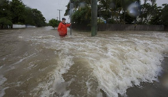 Avustralya'da sel hayatı felç etti: 2 ölü