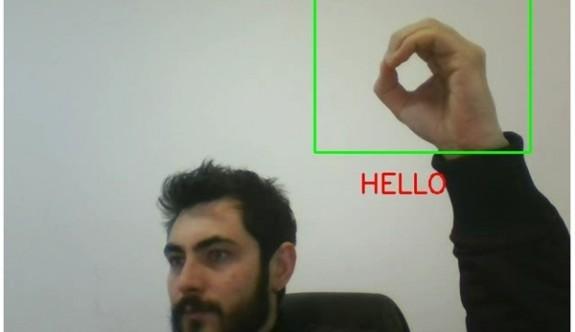 İşaret dilini yazıya çeviren programı geliştirdi