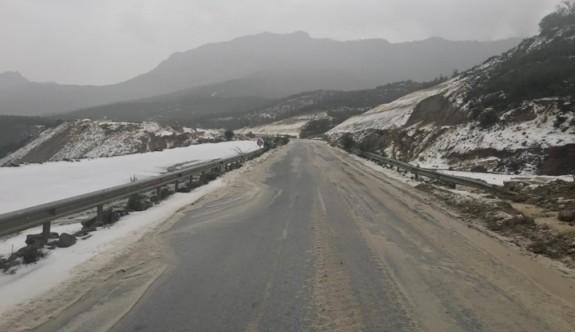 Polisten sürücülere buzlanma uyarısı