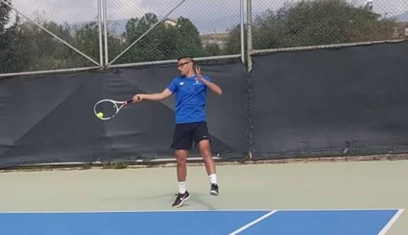 Teniste heyecan sürüyor