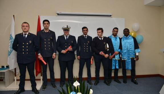 Yeni denizciler ve havacıların diploma coşkusu