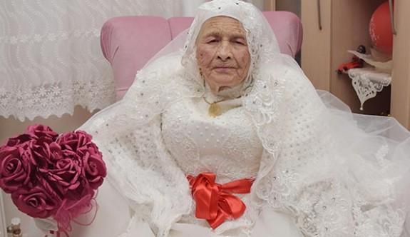 89 yaşında gelin oldu