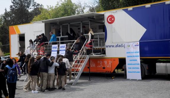 AFAD' ın deprem simülasyon tırıyla eğitimler veriliyor