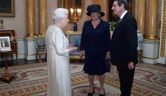 Anastasiadis, Kraliçe 2. Elizabeth 'le görüştü