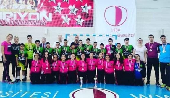 Demokrasi Ortaokulu ve YDK şampiyon
