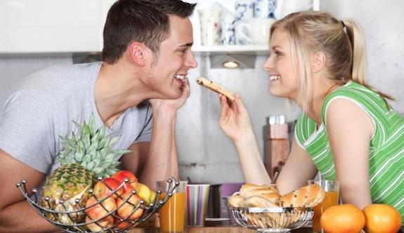 Erkeklerin kalbini fethedebileceğiniz 7 yol