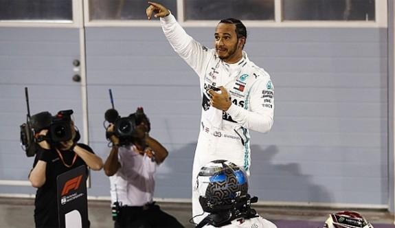 Ferrari kabus yaşadı, Hamilton kazandı