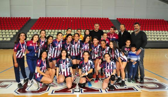 Hentbol U17 Kadınların şampiyonu UKÜ