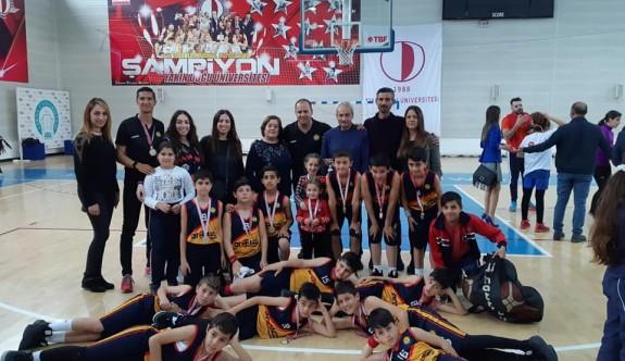 İlkokul basketbolun şampiyonları Levent ve Dikmen