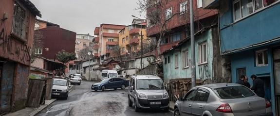 İstanbul'da evlerin kapısına para dolu zarf bırakılıyor!