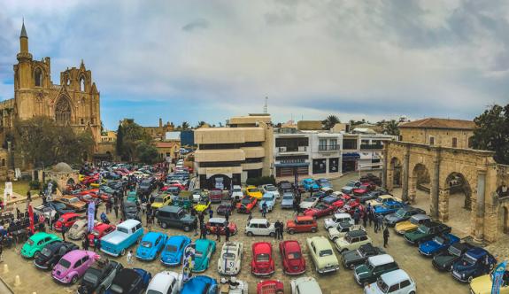 Namık Kemal Meydanı klasik otomobillerle renklendi