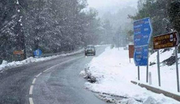 Trodos'a kar, Baf'a şiddetli dolu yağdı