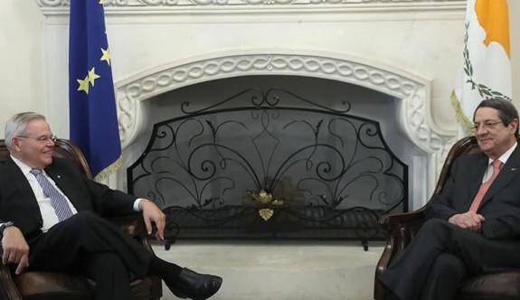 ABD Senatörü Menendez, Güney'i ziyaret ediyor