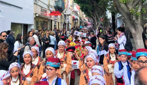 Girne sokakları çocuklarla renklendi
