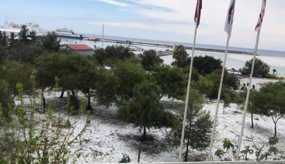 Girne'de dolu yağışı etkili oldu