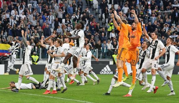 Juventus'tan tarihi başarı
