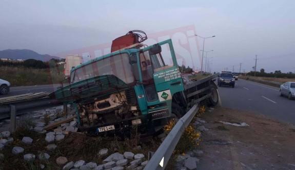 Kamyonun karıştığı kaza ucuz atlatıldı