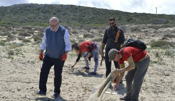 Karpaz'daki Ronnas Sahili'nde çevre temizliği yapıldı