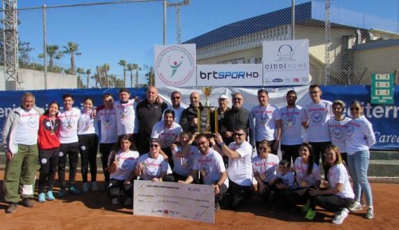Kortun şampiyonu Gazimağusa Belediyesi Tenis Kulübü