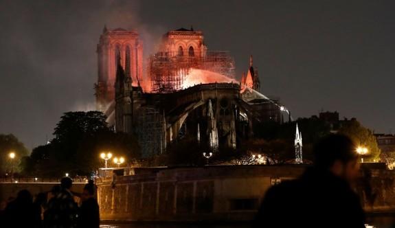 Notre Dame'daki facianın boyutları gün ağarınca ortaya çıktı