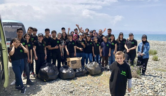 Sahilden 70 torba çöp toplandı