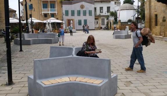 Şehir mobilyaları tartışma yarattı