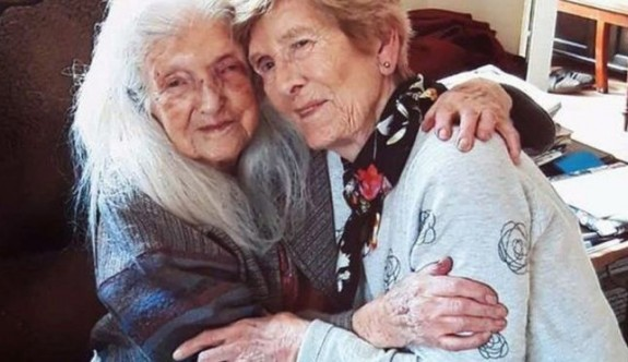 81 yaşındaki kadın 103 yaşındaki annesiyle ilk kez karşılaştı